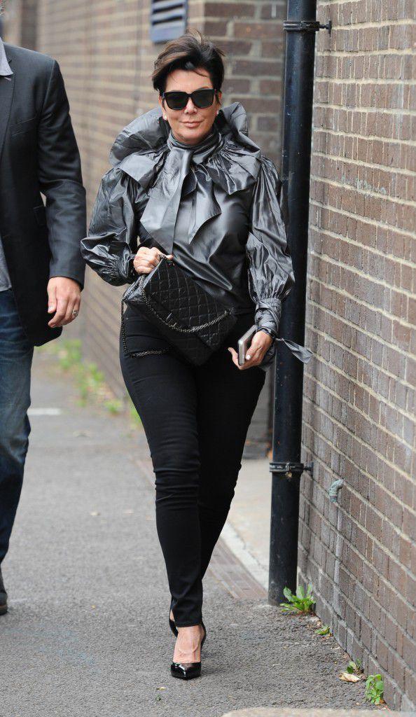 La mère des Kardashian s'est fait augmenter les fesses elle aussi !