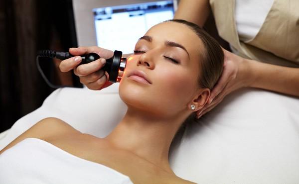 La radiofréquence tripolaire pour lutter contre le relâchement de la peau